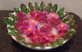 Flower Arrangement on a Plate - Simple Home Decor