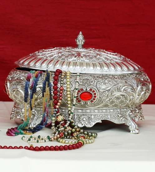 Jewelry Box Red-Stones Oval