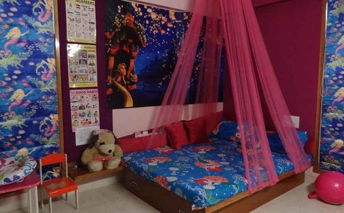 Pink Canopy Bed design