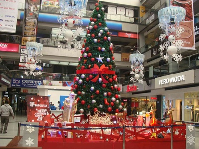 Snowflakes, snowmen and a giant Christmas tree - thats Christmas decor for you at the MGF Metropolitan Mall Gurgaon