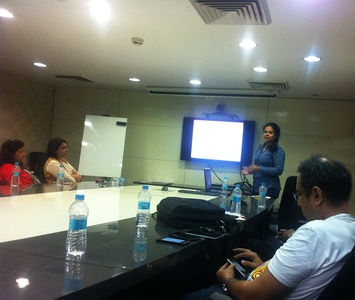 ZingyHomes' Nivedita giving presentation at ZingyDesign Meetup.