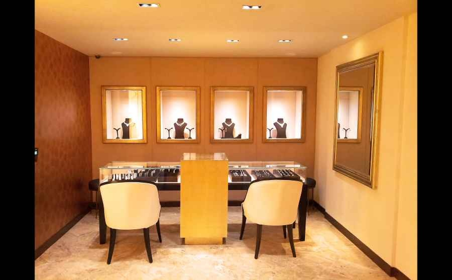 Jewellery show room by shahen mistry interior designer in for Jewellery showrooms interior designs