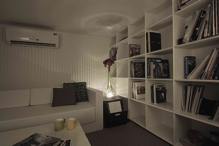 Home office corners can never be boring, especially when it has flowers and books. comfortable and stylish all the way.