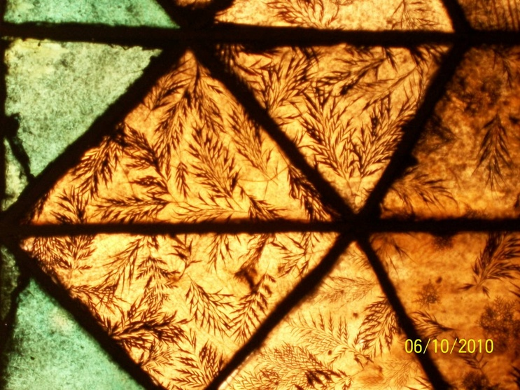 Krinkle glass panels with silver oak leaves