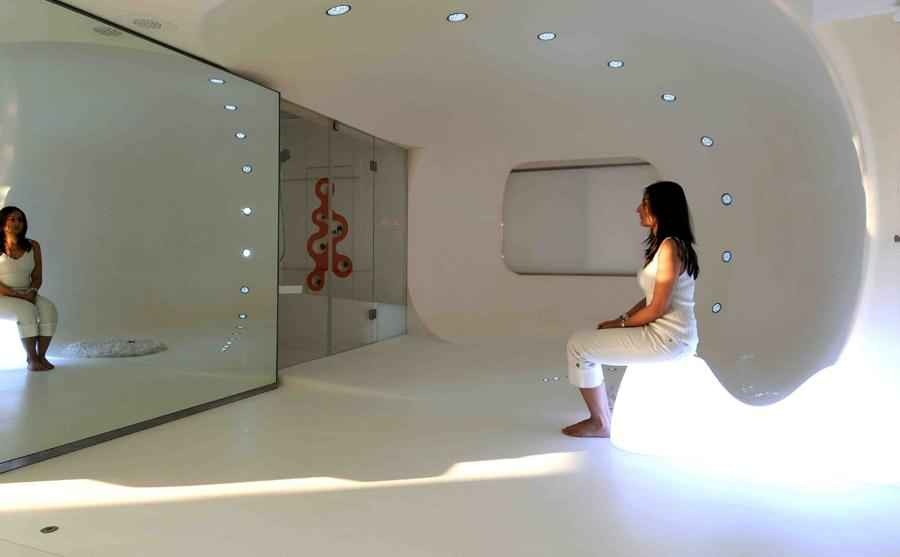 White Space, Mirrored Walls