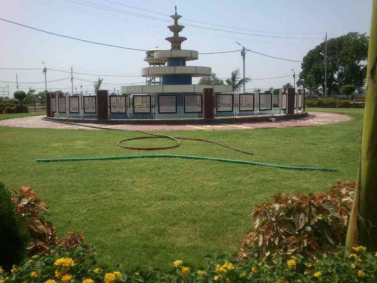 central rotary with fountain and water body in between