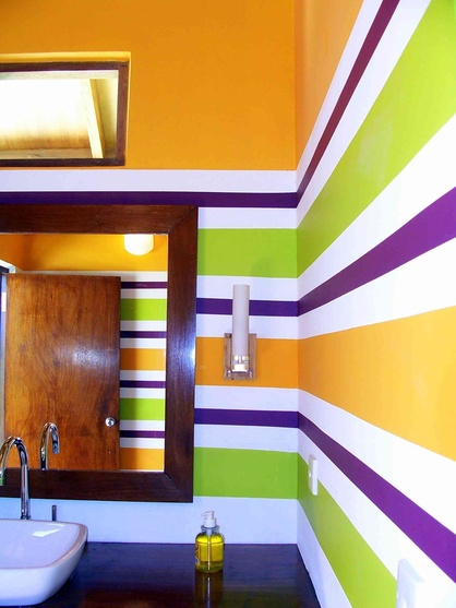 Bar Powder room