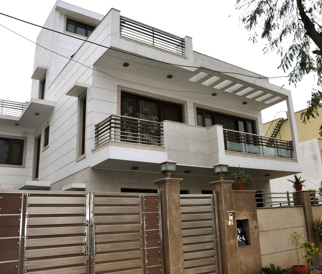 Modern Home Ideas Exterior Design: K-4, South City, Gurgaon By Horizon Design Studio Pvt Ltd