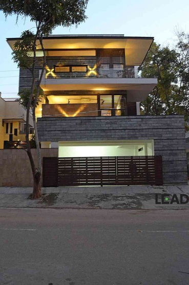 dr thomas residence on 60 x 40 site by living edge architects