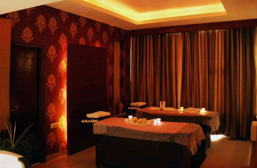 Subtle yellow recessed lighting used in the spa
