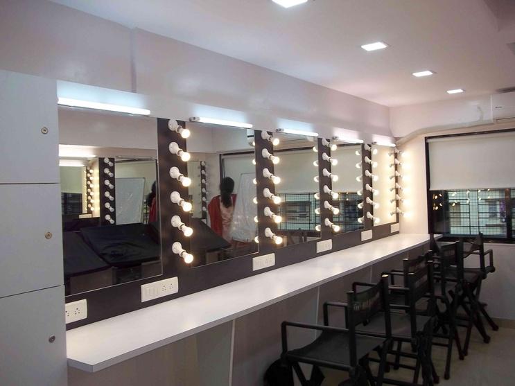 Awesome Make Up Studio Lab